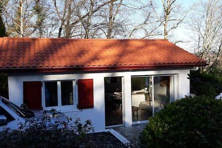 Petite maison avec terrasse