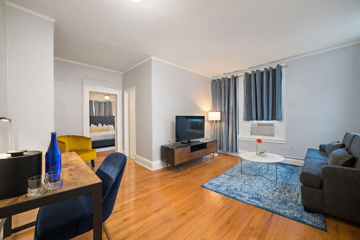 Recently Renovated! Manor House 1 BR Suite