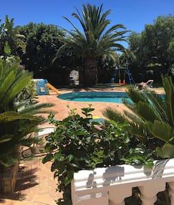 4-bed villa with pool & easy walk to beach - Luz - Villa