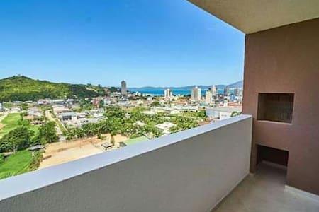 Otimo apartamento com vista pro mar.