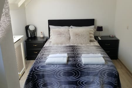 Perfect room 25 minutes from centre Amsterdam!!