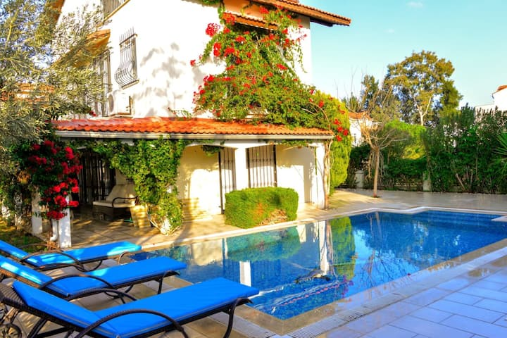 Gorgeous 3 BR Secluded Villa with Private Pool and BBQ in Antalya
