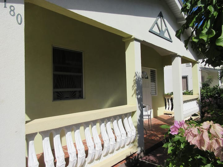 Three bed Villa, 5 minutes from the beach.