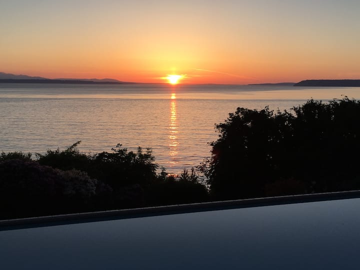 Edmonds: World Class View, Pool and Spa