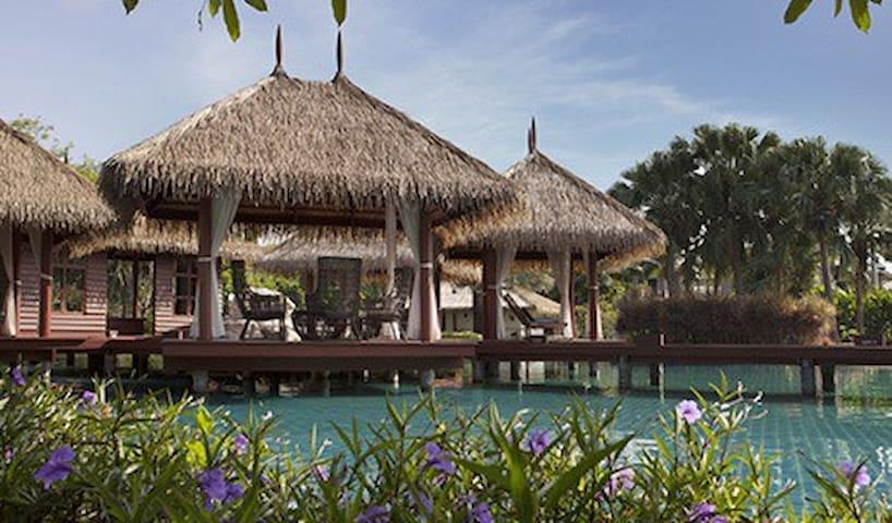Maldive Style Clubhouse, private home in calm area