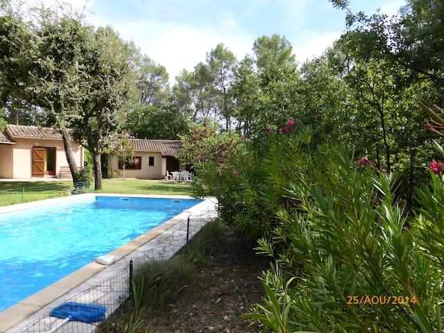 Villa avec piscine dans un magnifique parc arboré - Fayence - Dom