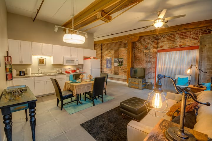 North Court View Loft - Novelty - Dubuque - Loft