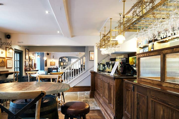 The Wellington Arms-Family Room