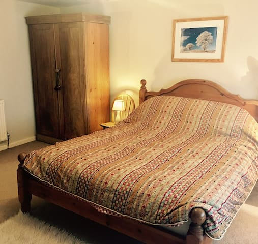 King-size bedroom,private bathroom,Morchard Bishop