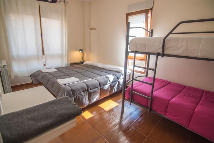 Habitación cuádruple en Albergue de Prioro