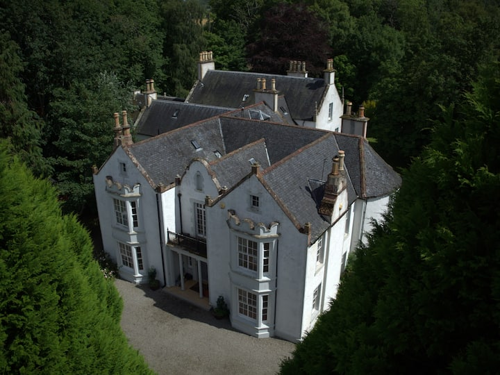 Exclusive use Family friendly Country House.