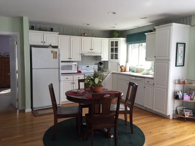 Private 1BD Apt Excellent Amenities - North Andover - Apartment