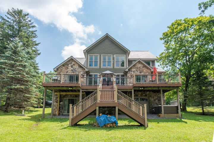 NEW! Lakefront Home w/Private Dock, Central A/C, & Pool Table!