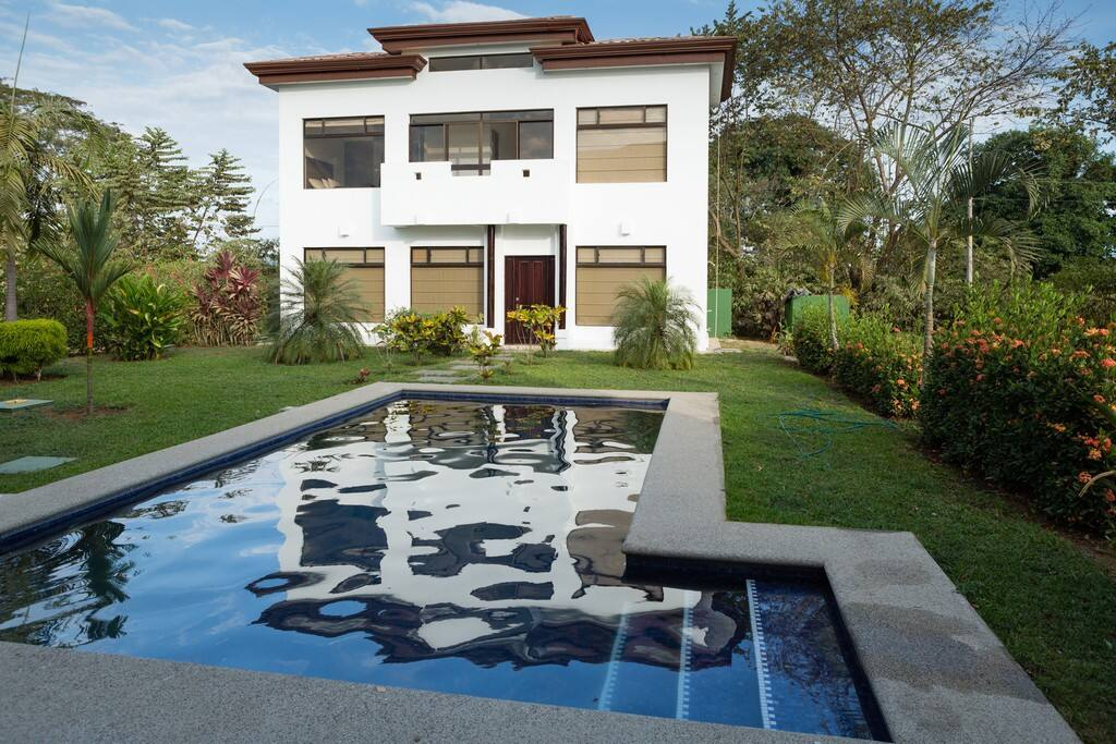 Courtyard with private pool to guest house