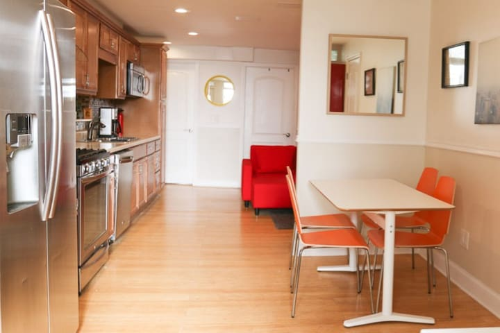 Cozy private 1.5BR Garden Apartment w/ backyard