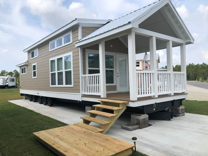 SEASHORE 2 RESORT TINY HOUSE in Gulf Shores
