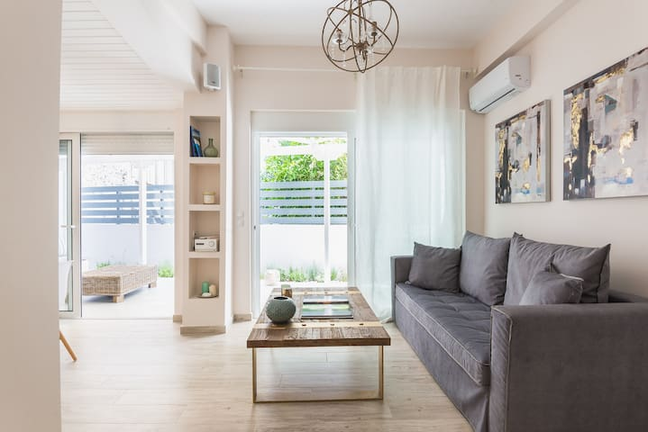 #BeAthenian–Stylish apt with private terrace