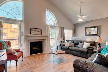 *NEW! Beautiful Home in the Heart of Meridian.