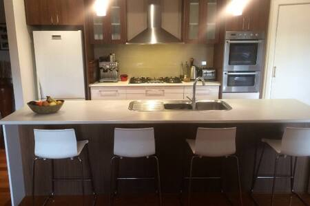 Great family home away from home - Box Hill North