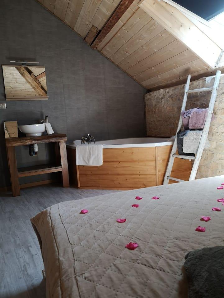Chambre Enolla cocooning avec spa en Périgord vert
