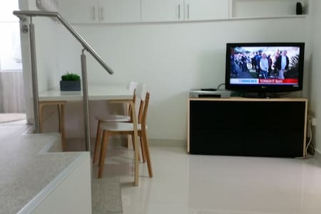 self contained studio appartment - Earlwood - Wohnung