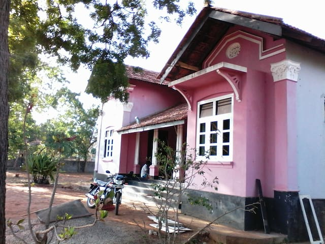 Holiday rental rooms - Bungalow Ratnanithi Jaffna