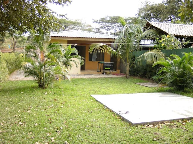 House w yard,300 meters from beach - Coco - Casa