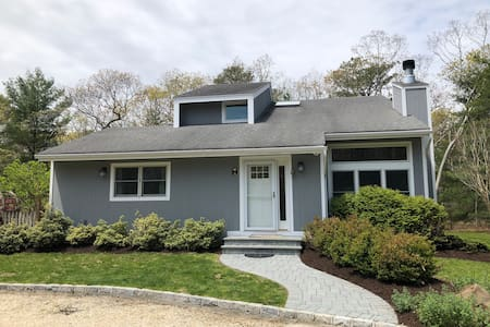 Quogue 4 Bedrooms, Pool and close to beach!