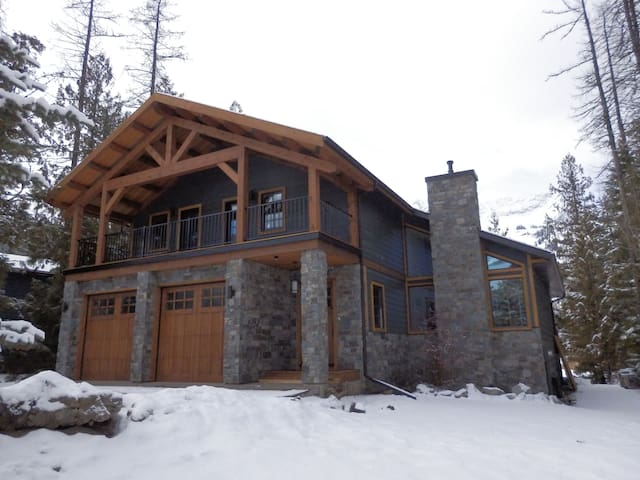 Snow Lake House- great location & the best views!