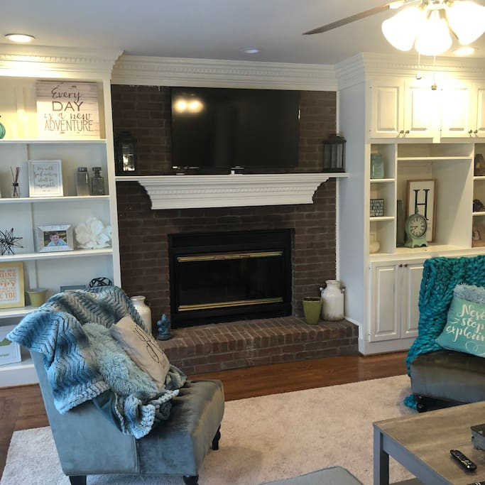Living rokm with gas fireplace