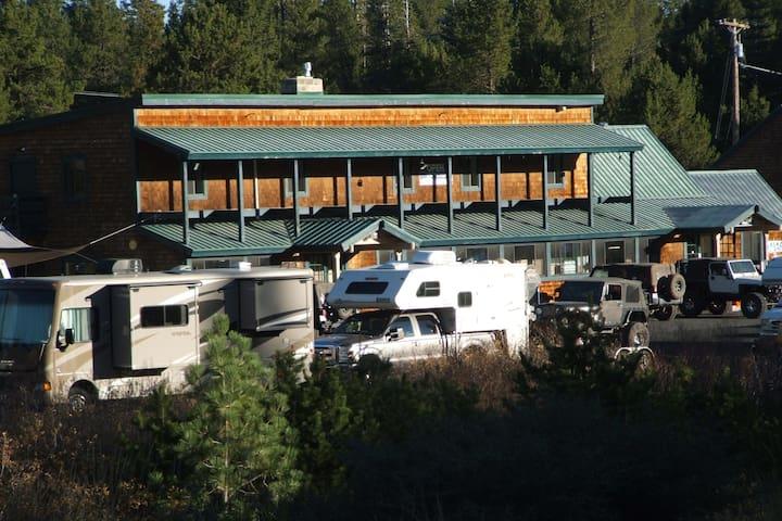 Magical Mountain Retreat-Tamarack Lodge-sleeps 30