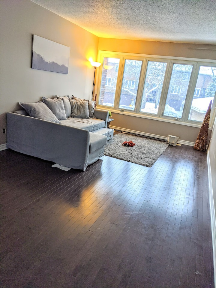Bright Room 700 meters from Blair Subway Station