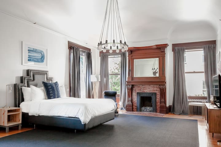 Archbishop's Mansion | Vintage Guest Room | 2 Beds