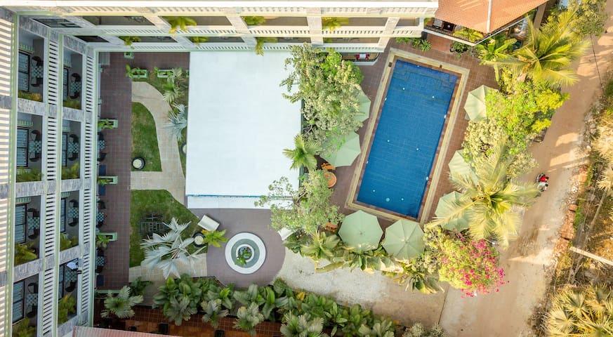 Siem Reap home/ 10 bedrooms/Swimming Pool/WIFI