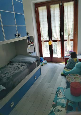 Children's room with 2 bads