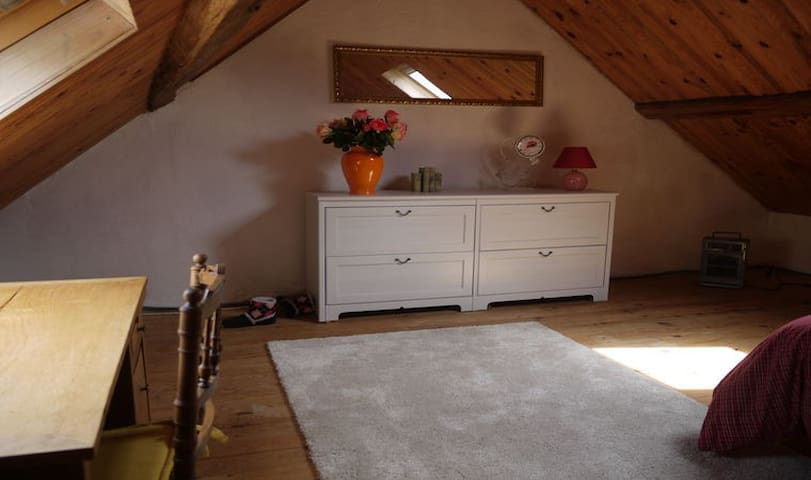 Quietly situated farmhouse, 8 pers
