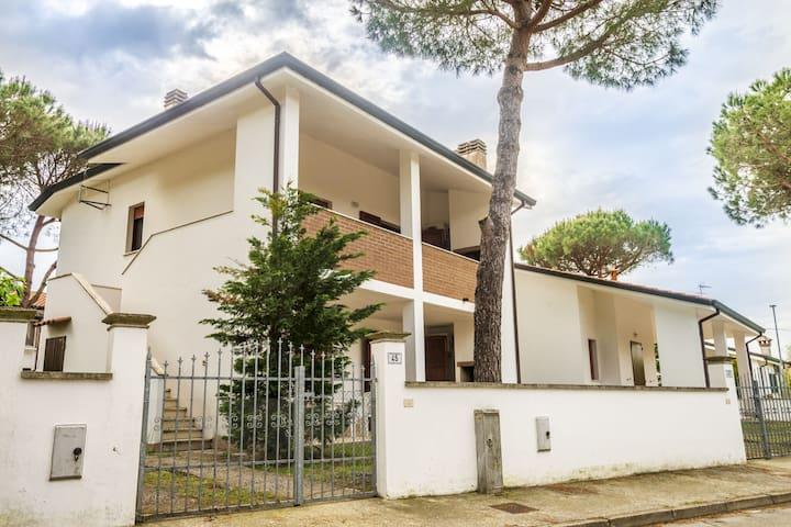 Gezellig vakantiehuis in Lido di Volano met privétuin