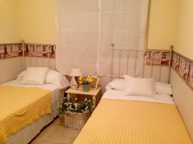 Chambre N°2 avec deux lits simple
