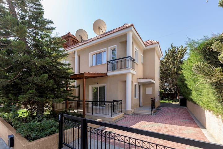3 bedroom comfortable house. Armonia Gardens