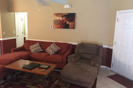 A - Private Cozy Room in Pool Home near Disney