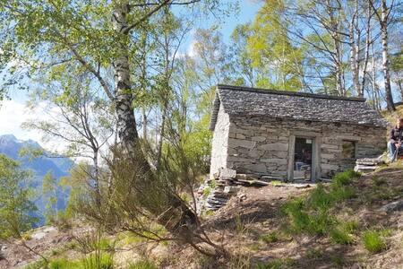 La Costa hut, lake view, 2 h walking distance