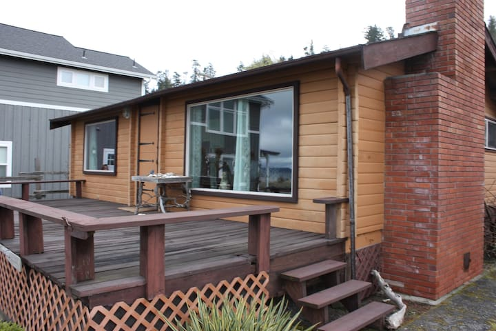 Whidbey Island Beach Bungalow! - Clinton - Cottage
