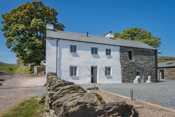 Lower Carhullan - Modern 3 Bedroom Holiday Home. Dogs welome