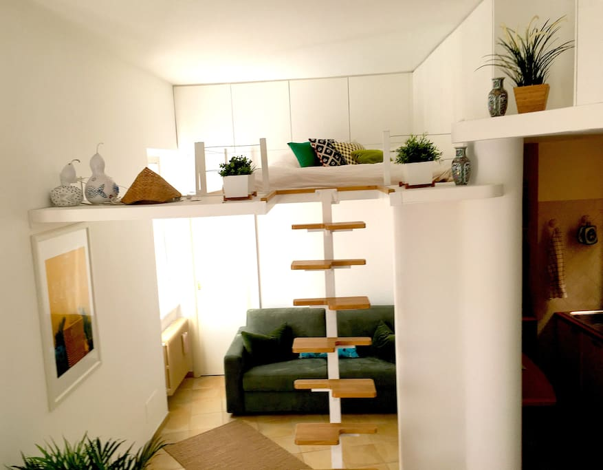 Vista d'insieme con letto a soppalco/overview with loft bed