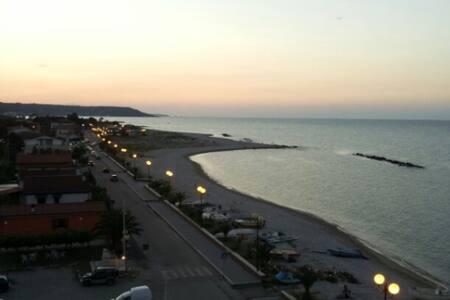Mansarda Sul Mare (Costa Dei Trabocchi) - Borgata Marina - Huoneisto