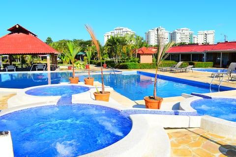 Paraiso Central Jaco (1 blq from the beach)