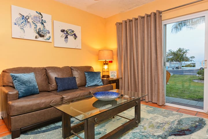 Charming 1/1 Condo with Ocean Views Near Hawks Cay