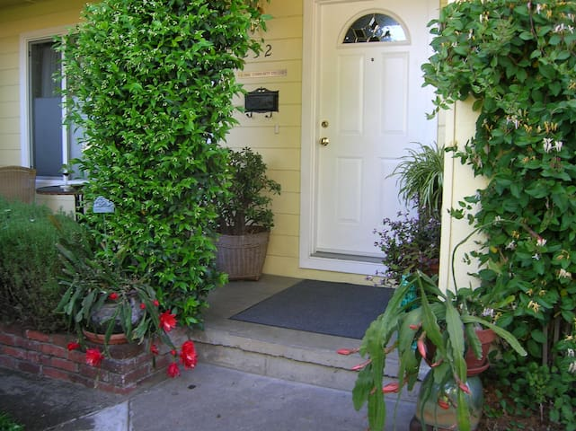 Global Community College Guest House - Ukiah - Pension