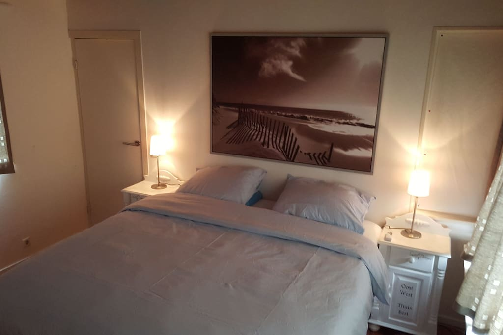 Masterbedroom with boxspring (1.80 m x 2.00 m) and airconditioning..