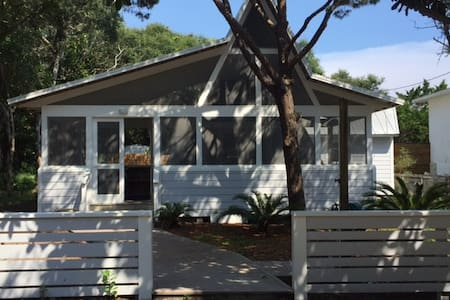 Lovely  Seagrove cottage by the sand - 聖羅莎海灘(Santa Rosa Beach)